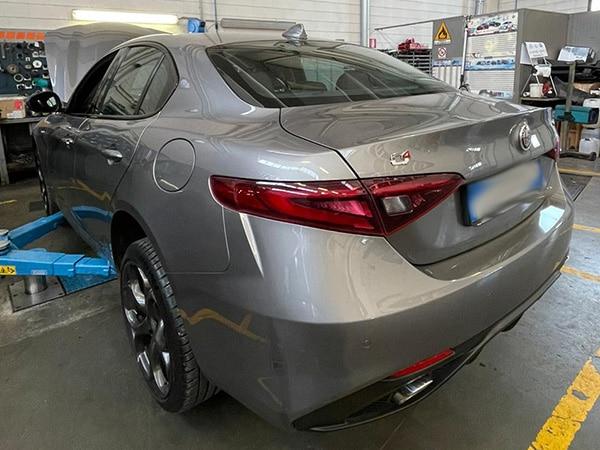 Montaggio-stereo-auto